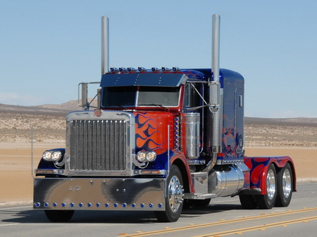Optimus Prime (Peterbilt-379) из кф «Трансформеры»